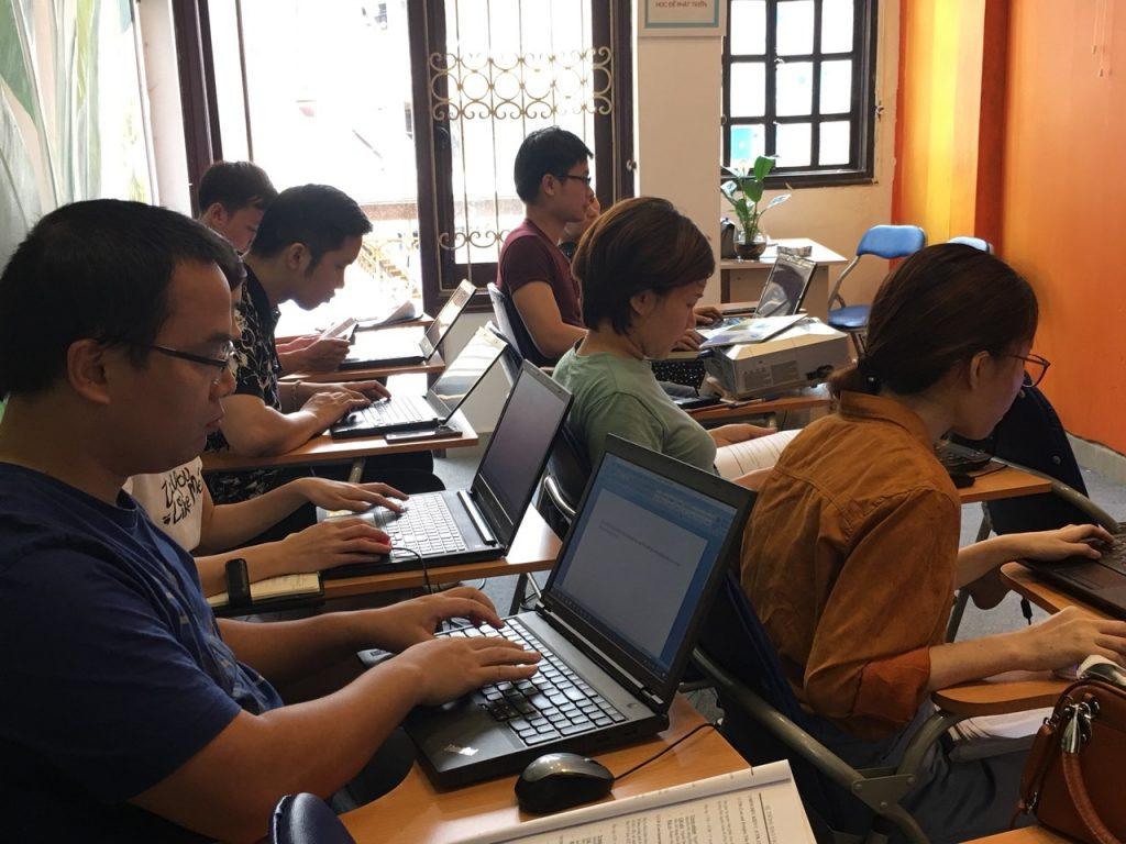 Hình ảnh thực hành khai báo hàng xuất Sea tại lớp học xuất nhập khẩu thực tế ở VinaTrain chi nhánh Hà Nội