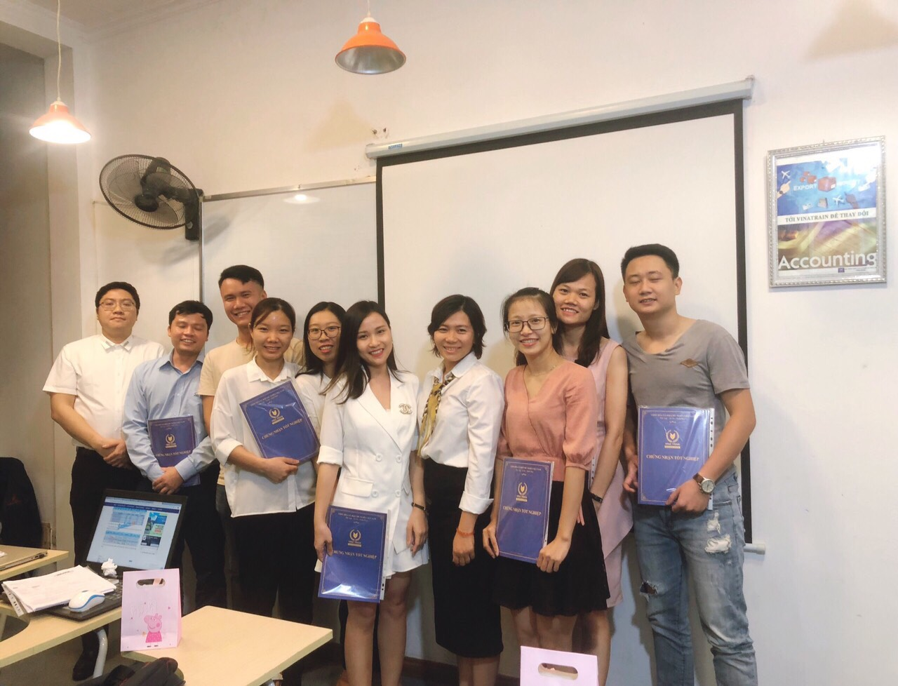 Hình ảnh khóa học nghiệp vụ thực tế tại VinaTrain