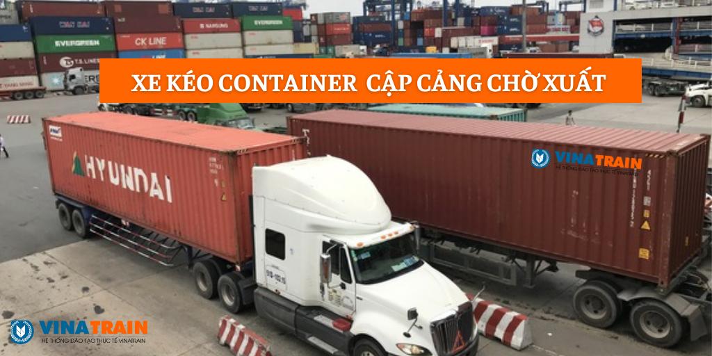 Kéo hàng ra cảng chờ xuất với hàng lẻ sẽ tập kết hàng tại khó CFS
