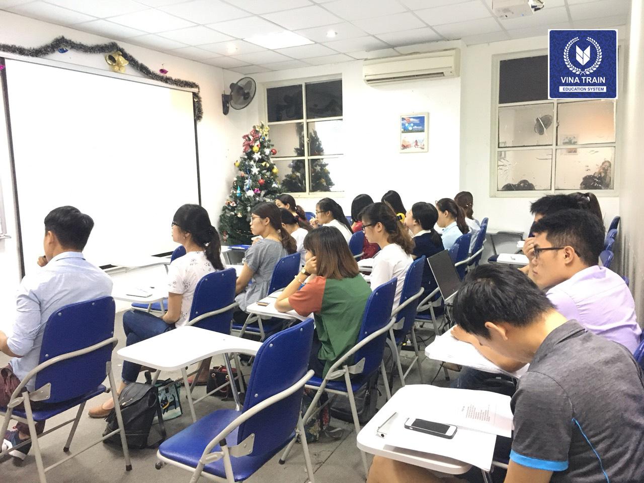 Các khóa học hành chính nhân sự tại VinaTrain đều nhân mạnh chất lượng đào tạo thực tế