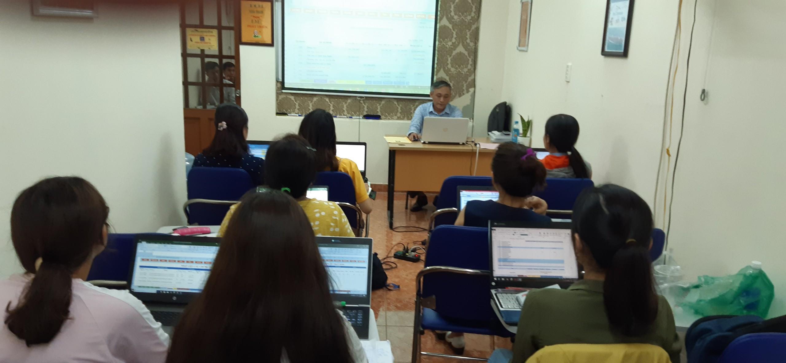 Hình ảnh khóa học đào tạo nghiệp vụ trực tiếp tại VinaTrain