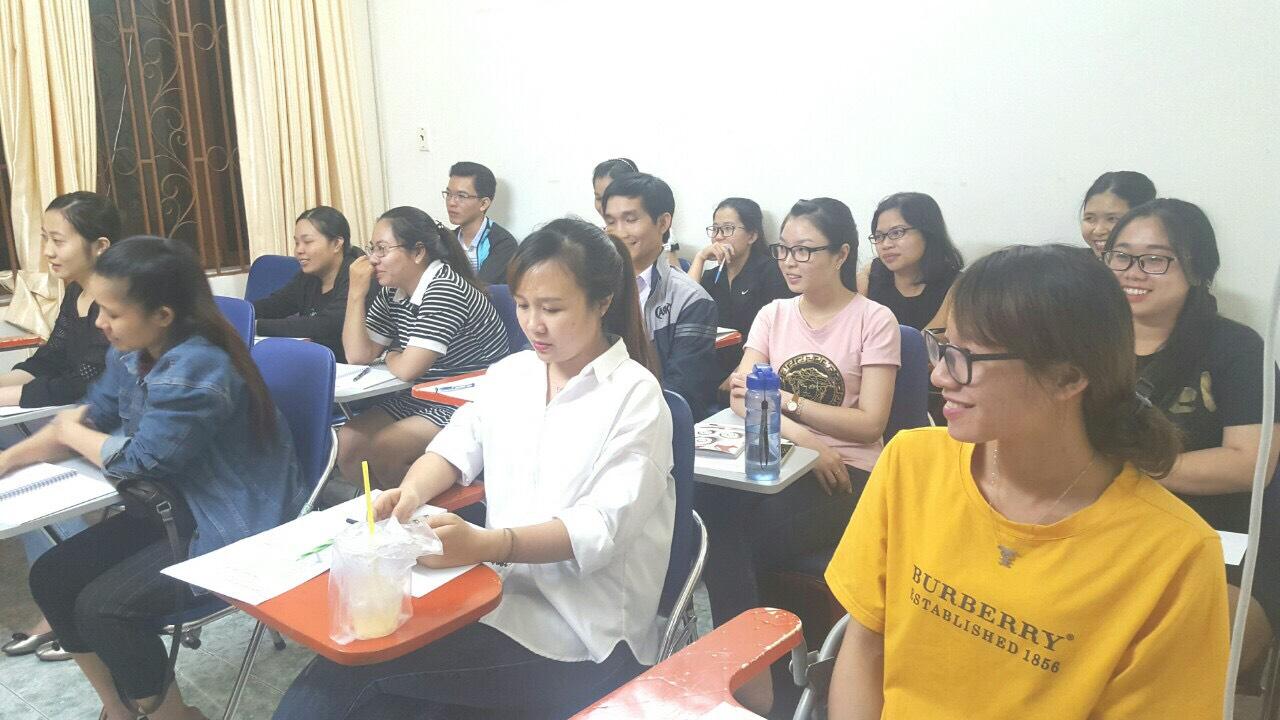 khóa đào tạo nghiệp vụ xuất nhập khẩu thực tế tại VinaTrain