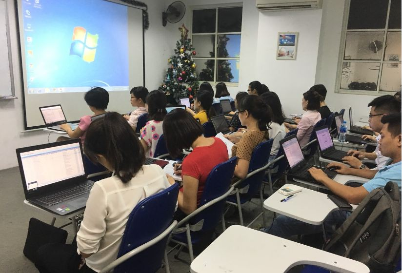 Hình ảnh khóa học nghiệp vụ xuất nhập khẩu tại VinaTrain