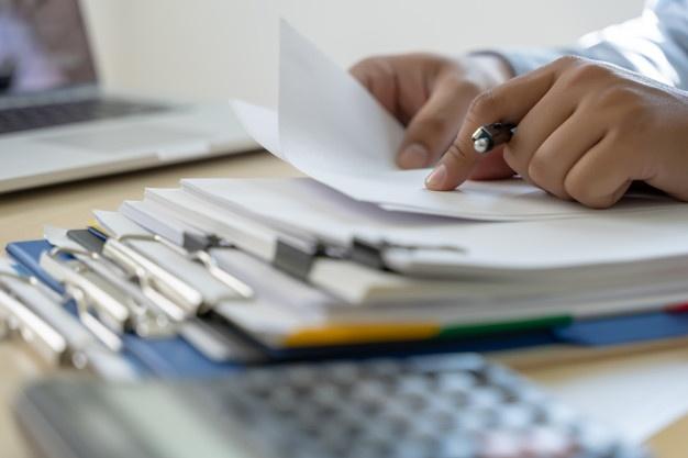 check giấy báo hàng đến cần dựa trên những chứng từ đã có sẵn