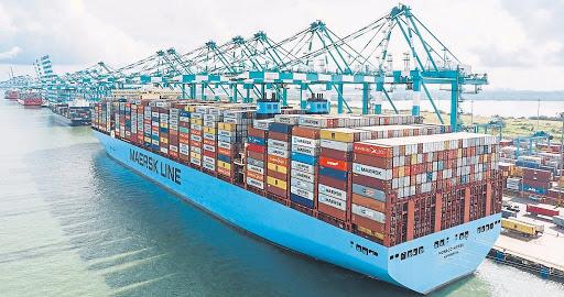 Tàu chợ thường chở nhiều loại hàng hóa từ nhiều đơn vị khác nhau theo những lịch trình cố định