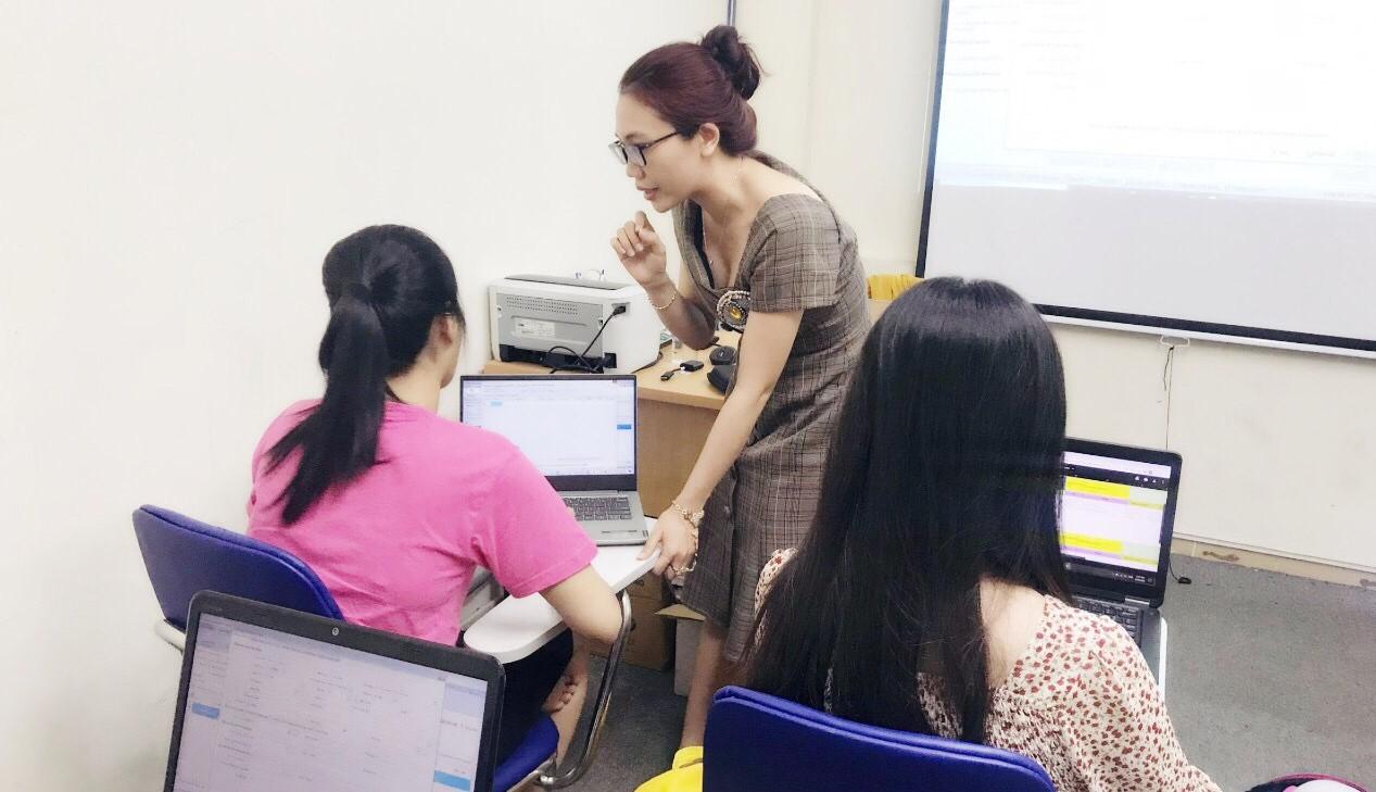 Bạn học online những vẫn được giáo viên hướng dẫn như dạy trực tiếp