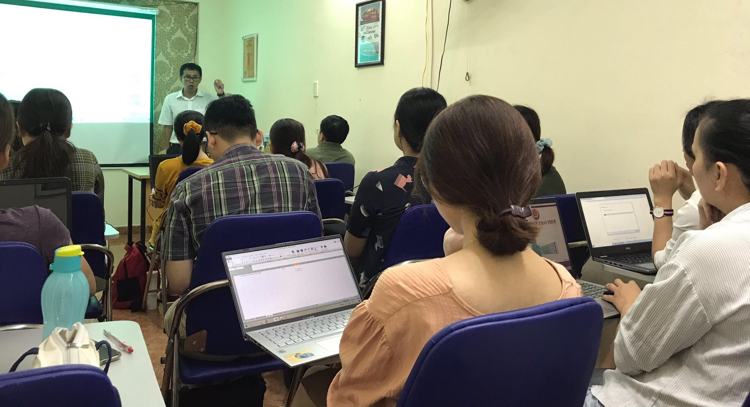 Hình ảnh đào tạo thực tế lớp C&B tại VinaTrain chi nhánh Hồ Chí Minh