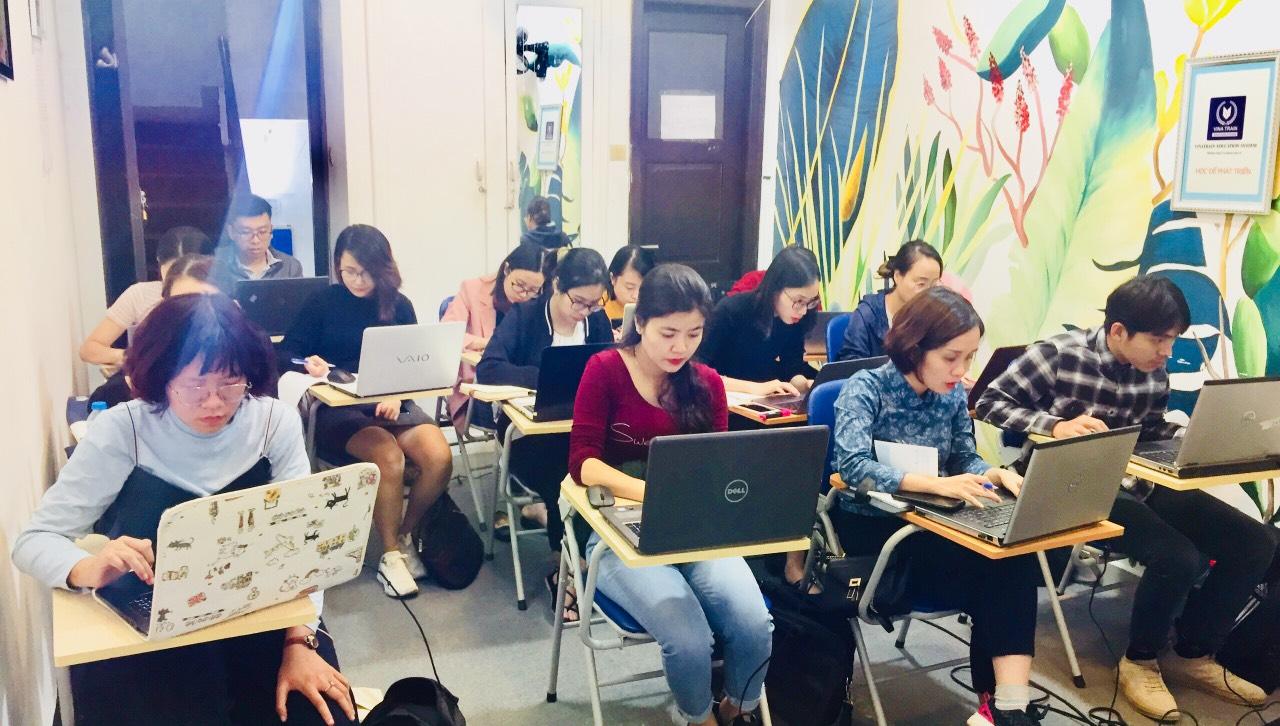 Lớp học nghiệp vu xuất nhập khẩu thực tế tại VinaTrain