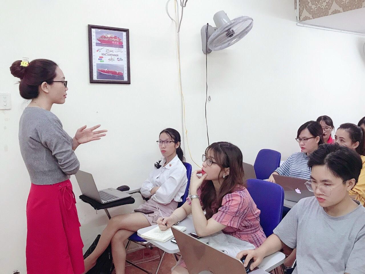 Các lớp nghiệp vụ hành chính văn phòng tại VinaTrain đào tạo cho người mới bắt đầu