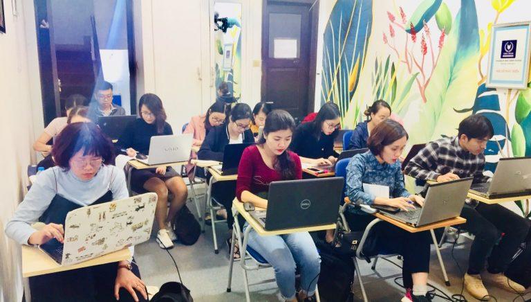 Một buổi học thưc hành tính lương của lớp K72HN02
