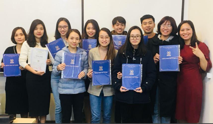 Học vên khóa học kế toán tổng hợp nhận bằng tốt nghiệp tại VinaTrain Học vên khóa học kế toán tổng hợp nhận bằng tốt nghiệp tại VinaTrain