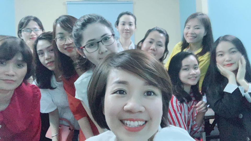 Học viên lớp KPI tại VinaTrain chụp ảnh lưu niệm