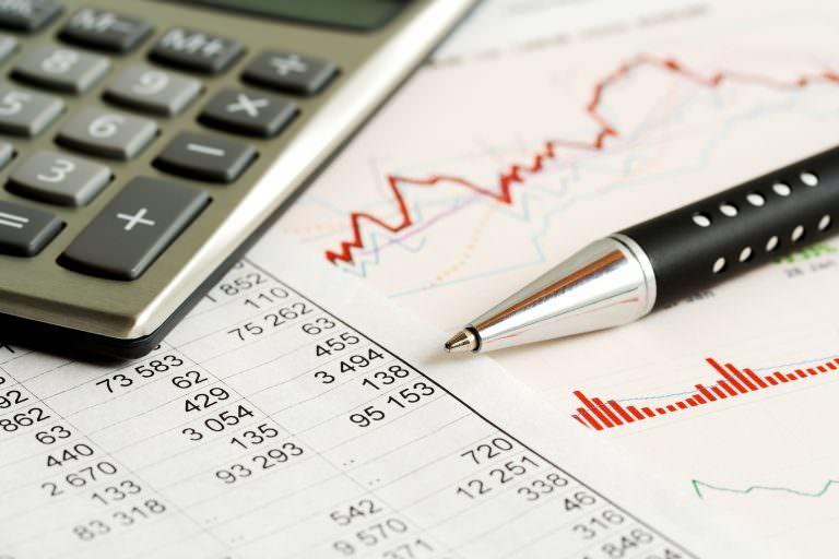 Hàng quý kế toán viên thường làm gì?