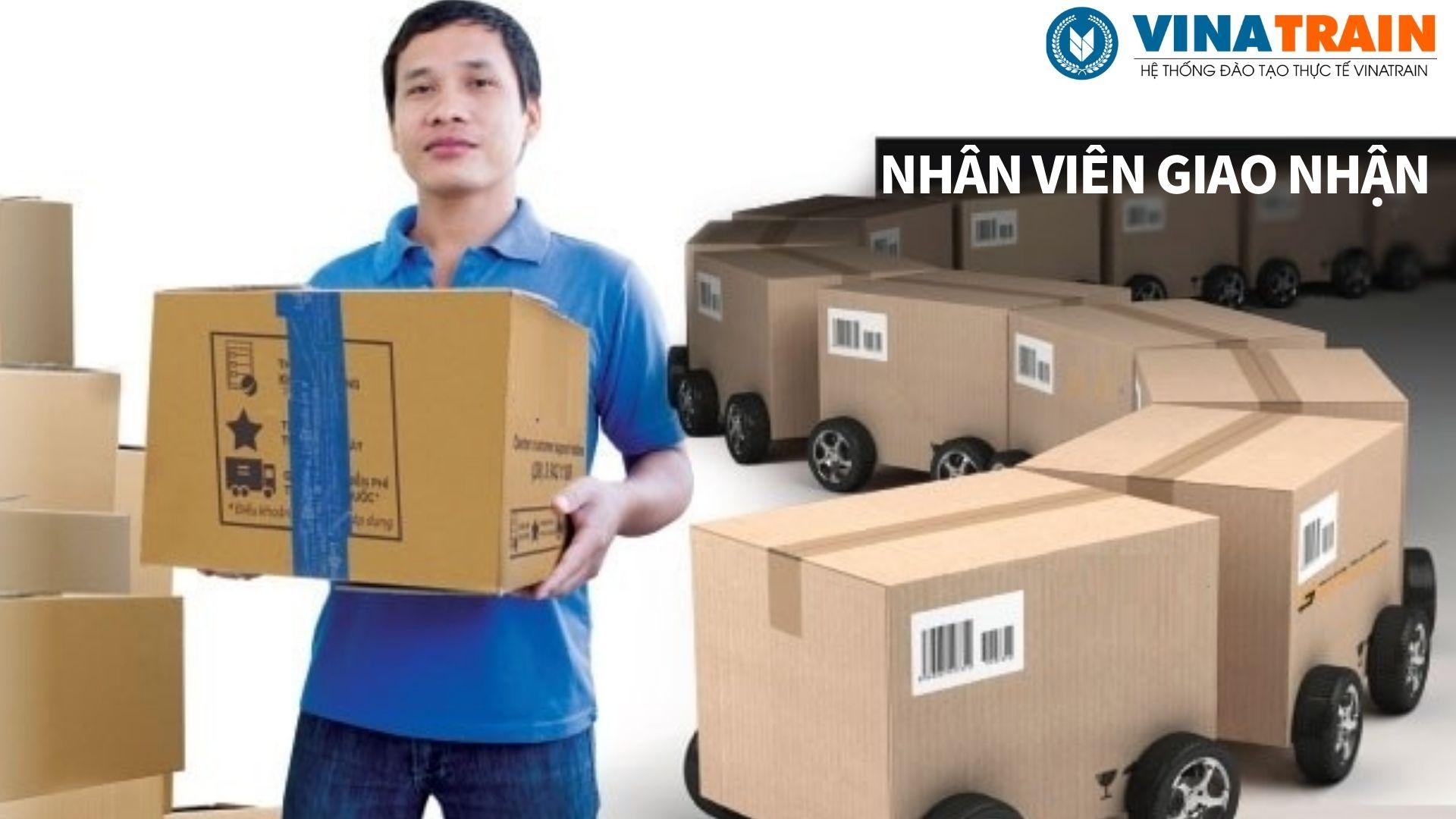 Nhân viên giao nhận làm việc tại các doanh nghiệp dịch vụ logistics