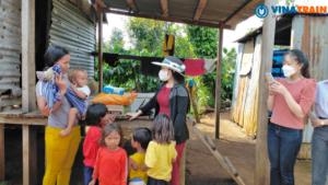 Chương trình gửi các phần quà tới những gia đình có hoàn cảnh khó khăn tại địa phương